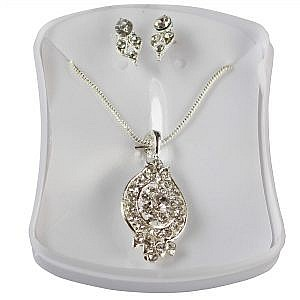 Oval Shaped Flower Designed Pendant Necklace With Pair Of Earrings For Women