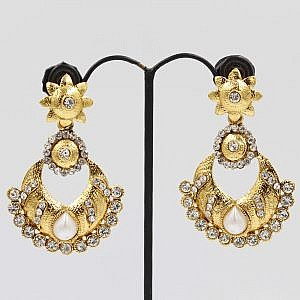 Flower Shaped Earrings Set With Pearl And Faux Crystal